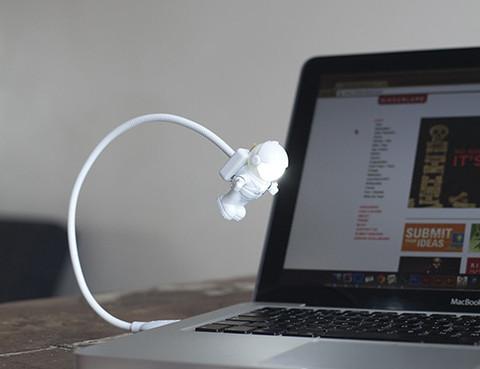 Cliquez ici pour acheter USB Light + Astronaut