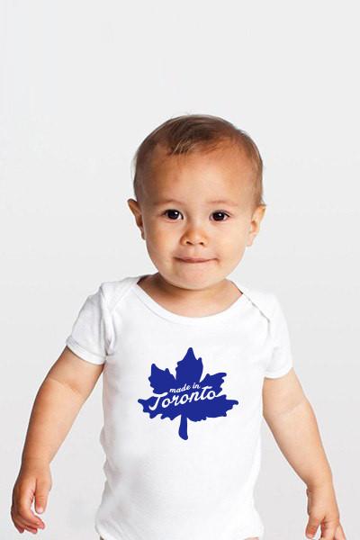 Cliquez ici pour acheter Toronto Leaf Baby Onesie
